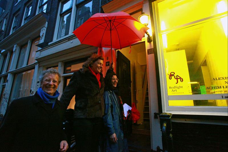 Wethouder Carolien Gehrels met curator Angela Serino